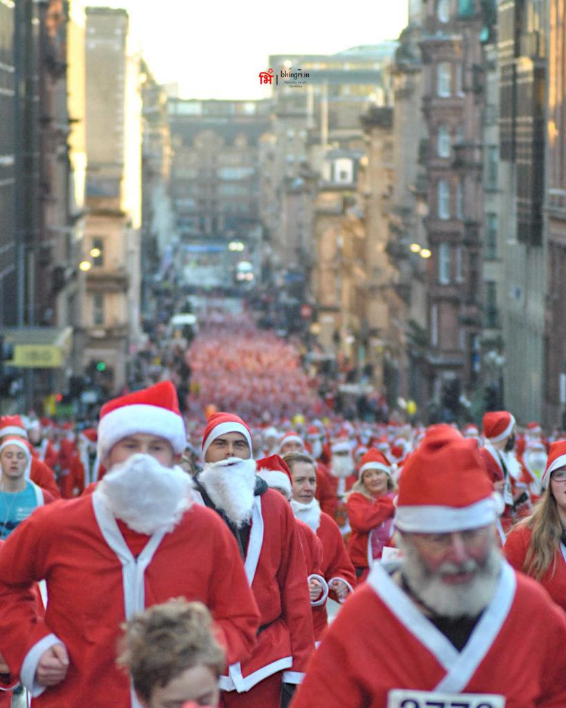 A streetful of Santas